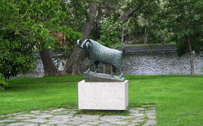 Пам'ятник чорного барана в Савонлінна