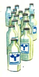 Стеклянные бутылки с молоком